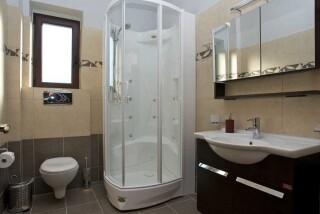 villa kalisto anemones bathroom